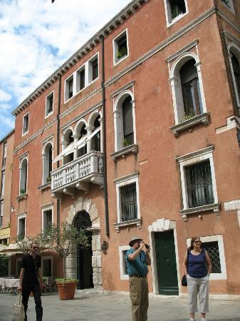 Ca' Pisani Hotel: front exterior 