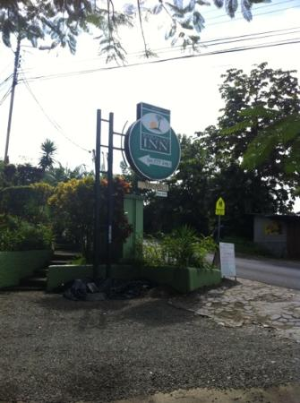 Hy Paradise Inn: Across from Mar Luna and free Wi-Fi