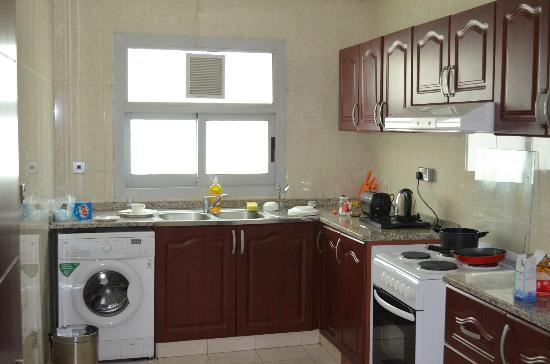 City Stay Hotel Apartment: Kitchen