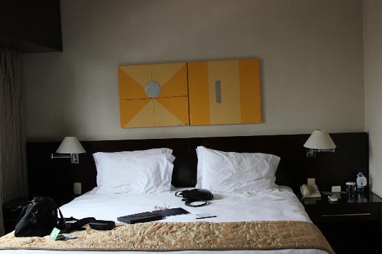 Quality Hotel Berrini: The bedroom