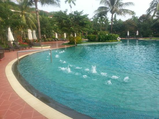Sofitel Angkor Phokeethra Golf and Spa Resort: Swimming Pool