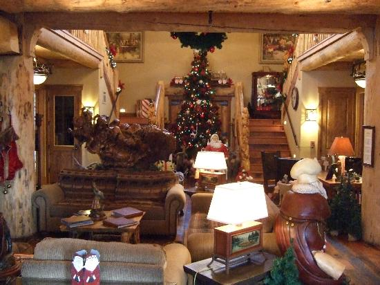 The Lodge at Suttle Lake: Holiday Decorations