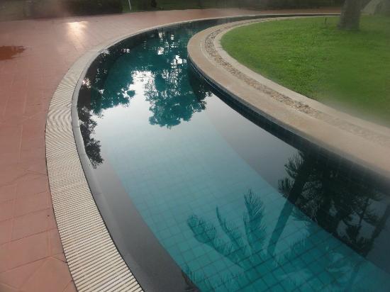 سوفيتيل أنجكور فوكثرا جولف آند سبا رزورت: Another look of the pool area 