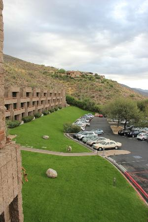 Loews Ventana Canyon Resort: View to the left of my balcony