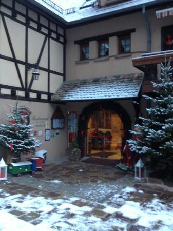 Domaine Le Moulin: entrée décorée