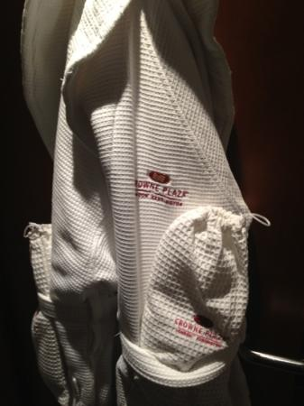 Crowne Plaza London Kensington: Dressing gown and slippers