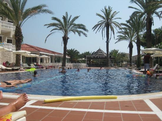 Flamingo Hotel: Zwembad beneden