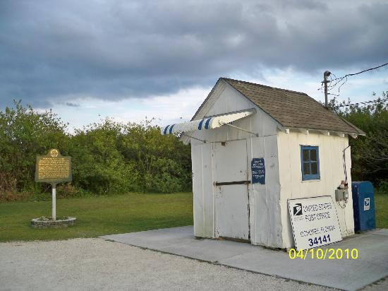 Ochopee Post Office: Another view of the  building