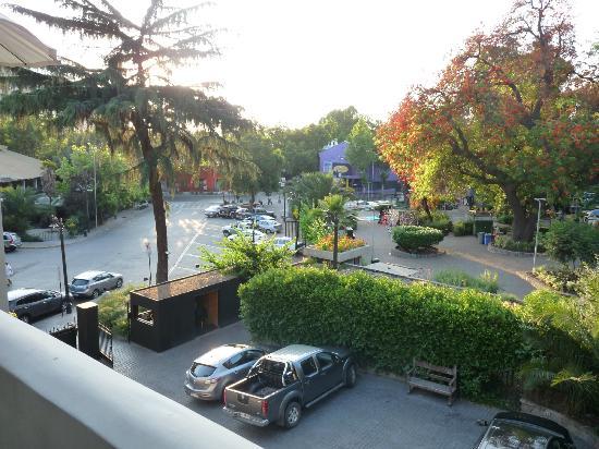 The Aubrey Boutique Hotel: Vista da entrada para o Zoo e Serro San Cristóbal - 2