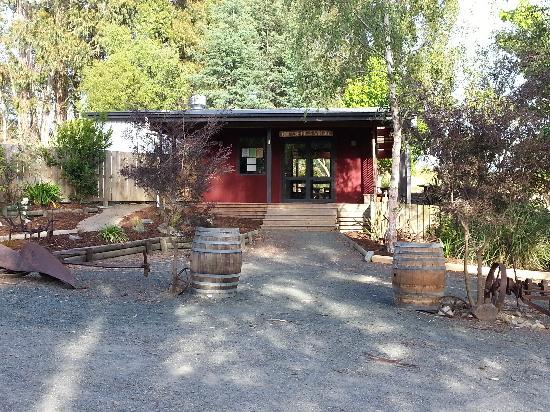 Moutere Hills Vineyard & Cafe: getlstd_property_photo