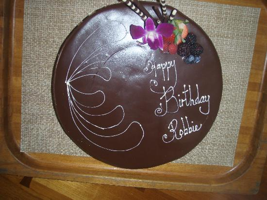 Four Seasons Resort Hualalai: Birthday cake made for us