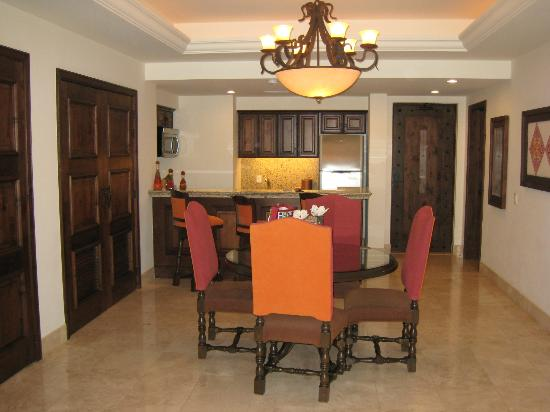 Grand Solmar Land's End Resort & Spa: Suite Dining/Kitchen Area