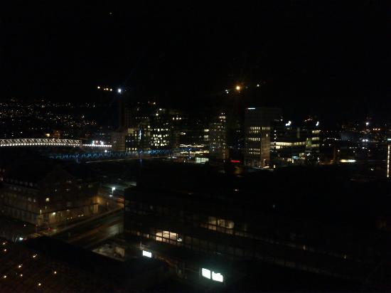 راديسون بلو بلازا هوتل أوسلو: Utsikt fra rommet kveldstid. 
