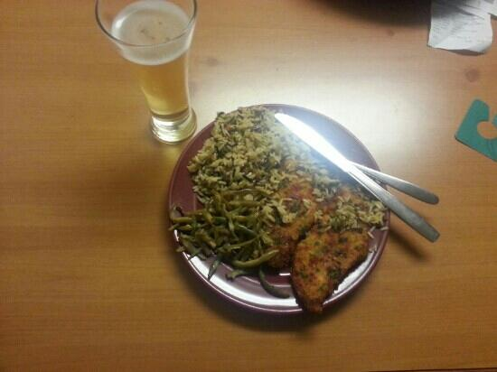 Homewood Suites by Hilton Phoenix / Scottsdale: Great tasting Tilapia with cold beer (free)