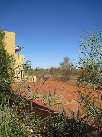 Desert Gardens Hotel, Ayers Rock Resort: Outside the hotel