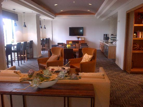 Hilton Dallas Park Cities: Executive Floor Lounge (10th floor)
