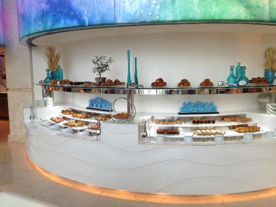 The St. Regis Saadiyat Island Resort: Banco della colazione
