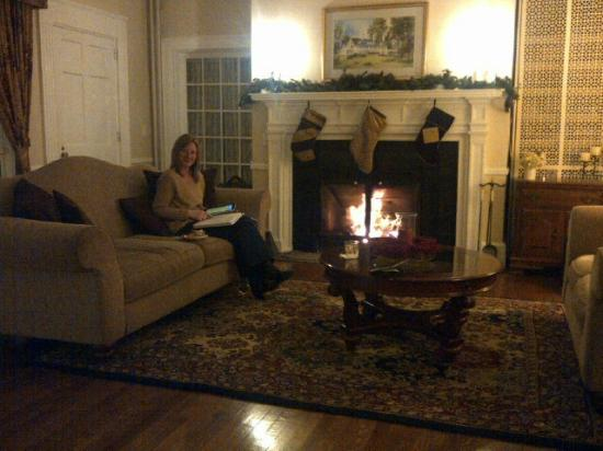 Four Chimneys Inn: by the fire on a December evening