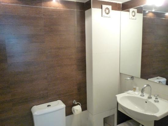 Villaggio Hotel Boutique: Banheiro do apartamento de fundos