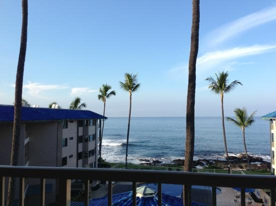 Kona Reef Resort : ocean view room, better than the side facing rooms