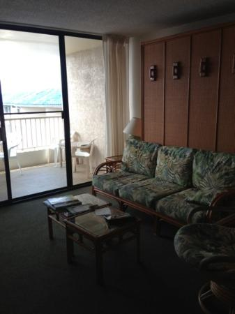 Kona Reef Resort: dated, uncomfortable furniture