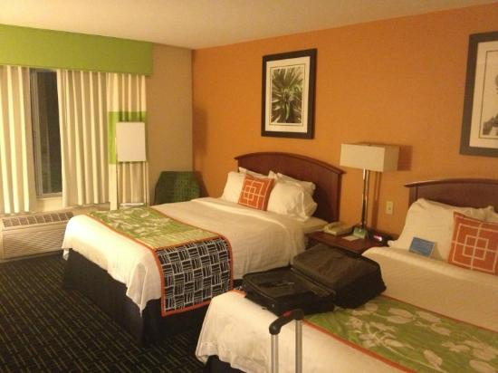 Fairfield Inn & Suites Dulles Airport Chantilly: My room.