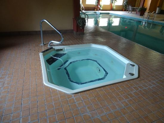Spruce Hill Resort & Spa: The hot tub was a welcome treat after exercising!