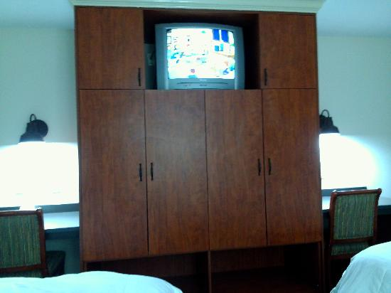 Executive Inn : clothing storage and tv on top