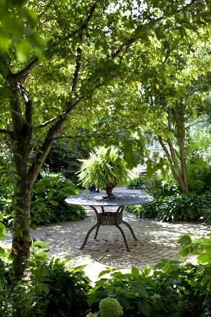 Rivertown Inn: East-side Gardens