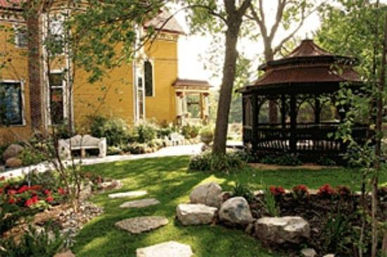 Rivertown Inn: West-side Gardens