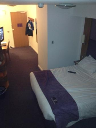 Premier Inn Nuneaton/Coventry Hotel: large bed