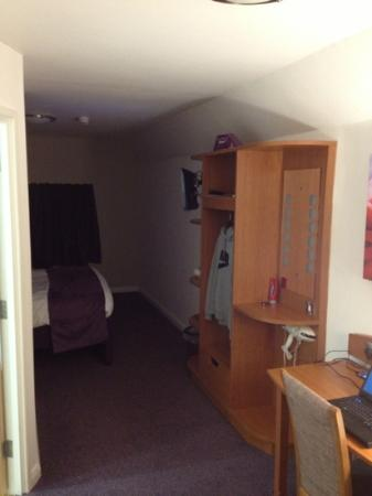 Premier Inn Nuneaton/Coventry Hotel: unit with tv and hair dryer