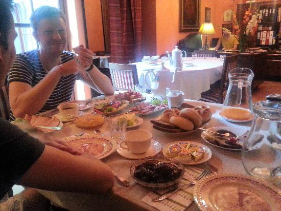 The Piano Guest House: Een impressie van het ontbijt. Alles werd constant aangevuld en was ovenvers!