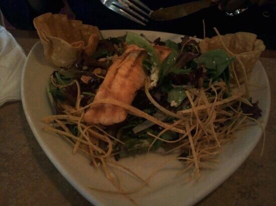 La Parrilla Mexican Restaurant : salmon fiesta salad