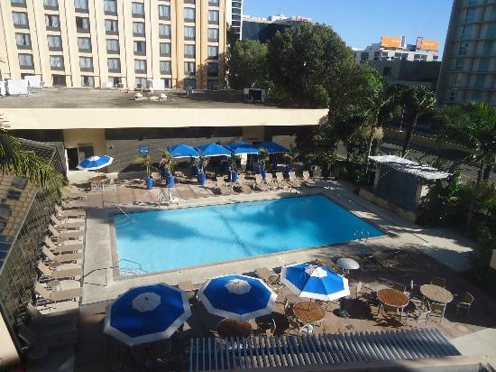 Four Points by Sheraton Los Angeles International Airport: The swimming pool