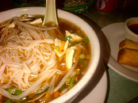 Pho Hien Voung : My favorite lunch special chicken soup (spring rolls extra)
