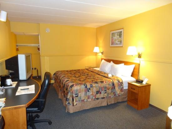 Main Street Inn: Room