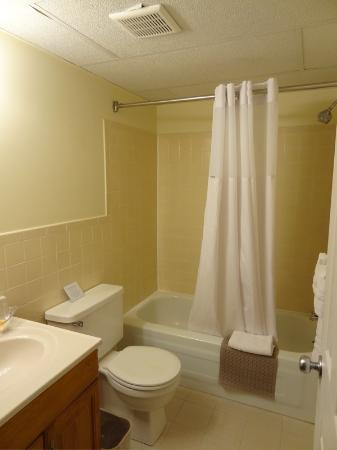 Main Street Inn: Bathroom