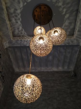 Riad Anata: Lights in the lounge corner.