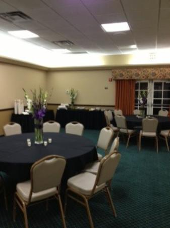 Hyatt Place Phoenix Chandler-Fashion Center: Tables with Center Pieces, Appetizer Table in the Corner