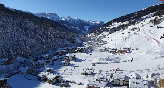 Maria Theresia: Winterparadies für Klein und Groß direkt hinter dem Hotel