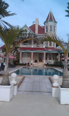 The Southernmost House Hotel : Pool & House