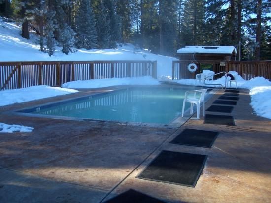 Sierra Hot Springs Resort & Retreat Center : The warm pool
