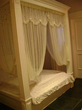 Estate Spa Boutique Hotel: canopy bed