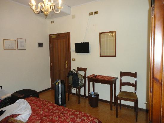 Tivoli Hotel: Habitación