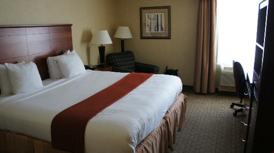 Holiday Inn Express Ramsey-Mahwah : My Room