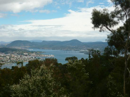 Mount Nelson Lookout: Bridge view on a good day (closeup)