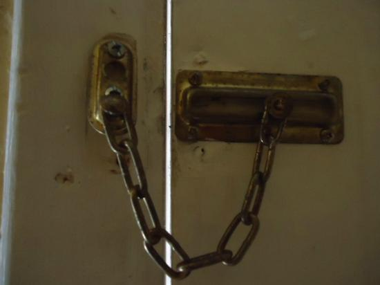 Claremont Kissimmee Hotel: Lock the door of the room