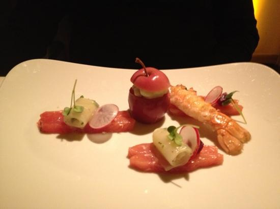 Apples Restaurant & Bar: salmon