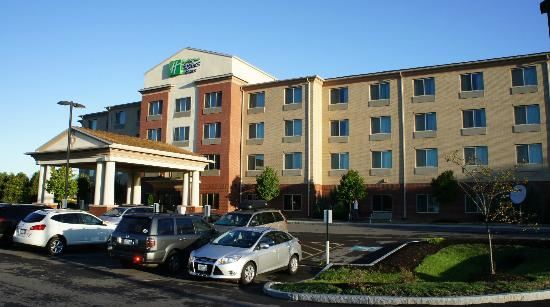 Holiday Inn Express Hotel & Suites Dewitt (Syracuse): Front of the Hotel